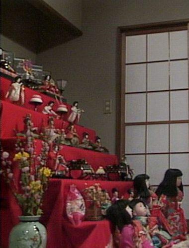 渡鬼第1シリーズ第21回。雛壇飾りと市松人形3